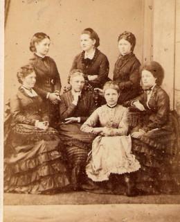 Hofer, les trois sœurs et Cie