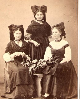 Hofer, les trois sœurs